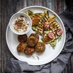 Falafel – kotlety z ciecierzycy Falafel, Kung Pao Chicken, Grilling, Dinner, Vegetables, Ethnic Recipes, Kitchen, Food, Dining