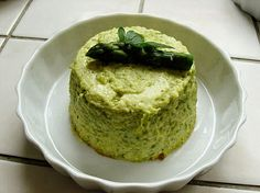 Flan with asparagus and parmesan Salty Foods, Healthy Vegetables, Avocado Toast, Asparagus, Tapas, Vegetarian Recipes, Food And Drink, Appetizers, Eat