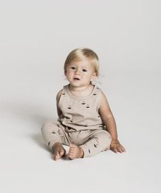 Super soft slouch pant in 'pebble' with all-over sailboat print Made of cotton slub jersey Cute Outfits For Kids, Cute Kids, Cute Babies, Fruits For Kids, Kids Fruit, Modern Baby Clothes, Zara Boys, Toddler Photography, Babies First Year