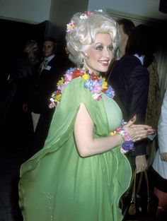 """""""Dolly Parton red carpet looks from 1976 to 1980 """" Dolly Parton Costume, Dolly Parton Pictures, Sequin Outfit, Star Wars, Glamour, American Music Awards, Celebs, Celebrities, Big Hair"""