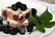 černicový koláčik s mandľami (orechmi) Dessert Recipes, Desserts, French Toast, Cooking, Breakfast, Fit, Basket, Tailgate Desserts, Kitchen