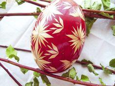 Goose egg decorated with straw Egg Shell Art, Egg Dye, Ukrainian Easter Eggs, Egg Crafts, Egg Decorating, Egg Shells, Bottle Crafts, Decoration, Painted Rocks