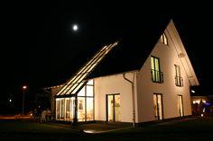 SchlösserHaus - Massivbau - GmbH. http://www.unger-park.de/musterhaus-ausstellungen/leipzig/galerie-haeuser/detailansicht/artikel/schloesserhaus-parzelle-21/ #musterhaus #fertighaus #immobilien #eco #umweltfreundlich #hauskaufen #energiehaus #eigenhaus #bauen #Architektur #effizienzhaus #wohntrends #zuhause #hausbau #haus #design #ungerpark #leipzig #schlosser