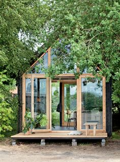 Urban normadetrend: Mobilt minihjem - Boligliv Urbaner Normtrend: Mobiles Mini-Home - Wohnen Backyard Office, Backyard Studio, Garden Studio, Garden Office Shed, Backyard Cabin, Modern Tiny House, Tiny House Cabin, Tiny House Design, Tiny Cabins