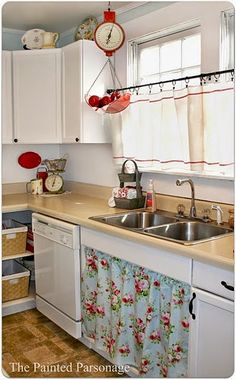 42 Ideas Farmhouse Kitchen Curtains Cupboards For 2019 Farmhouse Kitchen Curtains, Farmhouse Sink Kitchen, Cottage Kitchens, Red Kitchen, Country Kitchen, Vintage Kitchen, Kitchen Dining, Kitchen Decor, Kitchen Cabinets