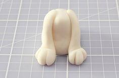 Risultati immagini per how to make a fondant labrador puppy face Dog Cake Topper, Cake Topper Tutorial, Fondant Cake Toppers, Fondant Cupcakes, Cupcake Cakes, Cupcake Toppers, Fondant Tutorial, Fondant Dog, Fondant Animals