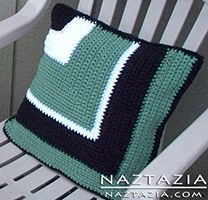 Crochet Mitred Corner Pillow (Miter, Mitre, Mitered) by Donna Wolfe from Naztazia Crochet Cushion Cover, Crochet Pillow Pattern, Knit Pillow, Crochet Cushions, Crochet Stitches, Crochet Patterns, Crochet Home, Diy Crochet, Mitered Square