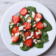 This Strawberry and Spinach Salad is my go-to summer salad! #strawberrysalad #strawberryrecipes