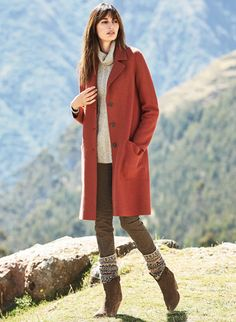 0e5319c3f0 Finely tailored coat of poppy felted alpaca (60%) and wool (40%