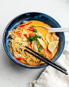 Made on stove top instead of instapot. Sautee ginger, garlic chicken min) Add red peppers mushrooms min) Add pb red curry paste min) Add chicken stock, coconut cream, & noodles (until chicken is cooked) Finish w/lemon & cilantro Curry Ramen, Thai Curry, Curry Noodles, Ramen Noodles, Spicy Recipes, Asian Recipes, Soup Recipes, Cooking Recipes, Healthy Recipes