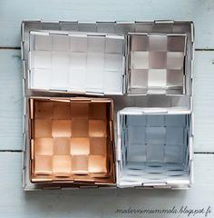 Klik and win the .VESKA -bag | Anna Nygård Design. incredible re-purposing of venetian blinds!