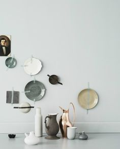 I'm totally sticking plates to my kitchen wall like this.