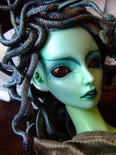 Transformation of the doll into the Gorgon Medusa from Greek myth.