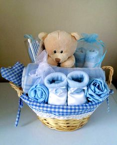90 beautiful DIY baby shower baskets for presenting homemade gifts. - 90 beautiful DIY baby shower baskets for the presentation of homemade gifts in expensive style – - Baby Boy Gift Baskets, Baby Shower Gift Basket, Baby Hamper, Baby Shower Niño, Shower Bebe, Baby Showers, Basket Gift, Gifts For Baby Shower, Baby Gift Hampers