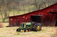 Old John Deere tractor & Barn Old John Deere Tractors, Farmall Tractors, Vintage Tractors, Country Barns, Country Life, Country Living, Farm Pictures, Tractor Pictures, New Tractor
