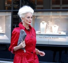 NEW YORK, NY, USA -- Supermodel Carmen Dell'Orefice, has been modelling ever since she got on the cover of Vogue at 15 years old; the veteran model this weekend celebrated her birthday - setting the world record for Oldest working model. Carmen Dell'orefice, 50 Y Fabuloso, Francesco Scavullo, Older Models, Mature Fashion, Richard Avedon, Aged To Perfection, Advanced Style, Ageless Beauty