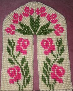 Huzur Sokağı (Yaşamaya Değer Hobiler) Crochet Blouse, Crochet Slippers, Filet Crochet, Baby Knitting Patterns, Diy And Crafts, Holiday Decor, Christmas Tree, Tunisian Crochet, Cross Stitch Flowers