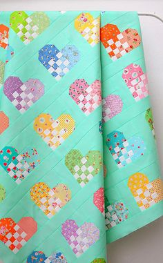 Checkered Heart Quilt - a free quilt pattern - Ellis .- Checkered Heart Quilt – a free quilt pattern – Ellis & Higgs – This fun heart quilt is my first project for the Checkered Heart quilt block pattern. Heart Quilt Pattern, Patchwork Quilt Patterns, Pattern Blocks, Free Baby Quilt Patterns, Beginner Quilt Patterns Free, Hand Quilting Patterns, Hexagon Quilt, Quilting For Beginners, Quilting Tutorials