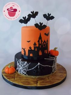 Halloween Edition :) Collection of three halloween themed cakes for corporate celebration Halloween Desserts, Bolo Halloween, Halloween Themed Food, Halloween Wall Decor, Halloween Baking, Cute Halloween, Halloween Treats, Halloween Decorations, Haunted House Cake