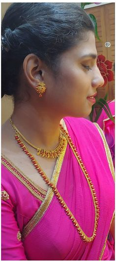 Gold Mangalsutra Designs, Gold Earrings Designs, Necklace Designs, Gold Chain Design, Gold Jewellery Design, Dubai Gold Jewelry, Gold Jewelry Simple, Light Weight Gold Jewellery, Gold Necklace