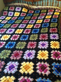 Granny square afghan My Mom made one of these in the pattern still pretty today!Could also use this setup for a quilt A tutorial on how to make a basic granny square with loads of photos designed for absolute Crochet Granny Square Afghan, Granny Square Crochet Pattern, Crochet Squares, Crochet Blanket Patterns, Knitting Patterns, Granny Squares, Crochet Bedspread, Crochet Quilt, Crochet Motif