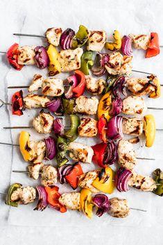 Chicken Kabob Marinade, Greek Chicken Kabobs, Greek Lemon Chicken, Grilling Recipes, Cooking Recipes, Healthy Recipes, Healthy Food, Yummy Food, Homemade Greek Yogurt