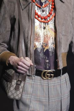 See the details of the Gucci Spring 2018 collection.