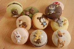 Forget decorating sugar cookies with royal icing... Decorate macarons instead!