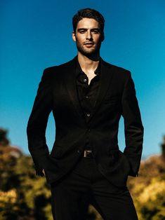 My own Braden Carmichael. On Dublin Street, Samantha Young Handsome Men In Suits, Mens Suits, Mode Masculine, Beautiful Men Faces, Gorgeous Men, Suit Fashion, Mens Fashion, Blazer Outfits Men, Black Suit Men
