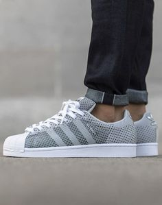 Sneakers femme - Adidas Superstar Rose Gold - Adidas Shoes for Woman Adidas Gazelle, Adidas Originals, Adidas Superstar, Basket Superstar, T Shirt Pink, Fashion Shoes, Mens Fashion, Style Fashion, Fashion Accessories