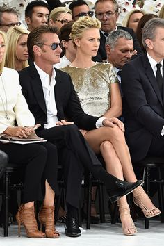 Charlize Theron & Sean Penn Make One Hot Couple at Christian Dior Fashion Show!: Photo Charlize Theron and Sean Penn pose for photos while attending the Christian Dior fashion show held during Paris Fashion Week - Haute Couture Fall/Winter Sean Penn, Hot Couples, Celebrity Couples, Celebrity Style, Celebrity Photos, Dior Fashion, Fashion Show, Paris Fashion, Couture Fashion