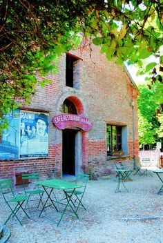 """Le café de la gare """"Chez Pepette"""" dans le parc du château de la Ferté Saint-Aubin"""