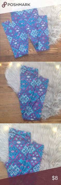 Forever  21 leggings Small Excellent used condition.Worn a handful of times.Full length leggings with a geometric pattern.Color: blue/ multicolor.Size: Small.Brand: Forever 21.No trades. Free gift with any purchase & 15% off all bundles. Forever 21 Pants Leggings