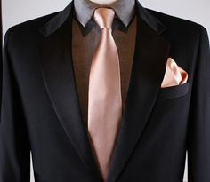 Rose gold tie in luxury silk satin. Our rose gold tie is hand made in New York City and a favorite of local wedding planners and clients. Rose gold groom - rose gold necktie for groomsmen - dusty rose tie. Wedding Tux, Gold Wedding Theme, Purple Wedding, Dream Wedding, Rose Gold Wedding Dress, Wedding Garter, Wedding Themes, Wedding Cakes, Wedding Ideas