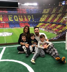 ❤️I love this Family Picture so much❤️ Leonel Messi, Messi Soccer, Messi 10, Messi And His Wife, Lionel Messi Family, Cr7 Junior, Messi Fans, Lionel Messi Wallpapers, Argentina National Team