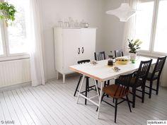 ruokailuryhmä,ruokailuhuone,ruokailutilan sisustus,ikkunat,kattaus