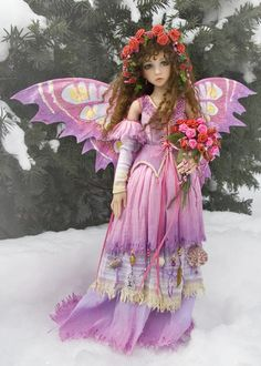 I gave my beautiful Aeran a bouquet and wreath of red roses, and took her out in the snow for some Valentine photos. Then a few more in the studio with the card from her secret Valentine. Beautiful Fairies, Beautiful Dolls, Fairy Pictures, Fairy Figurines, Baby Fairy, Victorian Dolls, Unicorn Art, Fairy Dress, Fairy Art