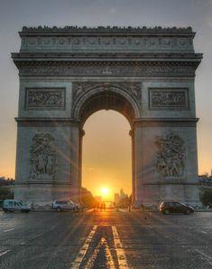 Arc de triomphe soleil couchant.