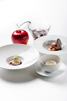 An iconic multi-plate presentation is one of the 'trademarks' of legendary Chef Pierre Gagnaire.  Are you a FAN of his famous Grand Desserts, a selection of eight different desserts, each one of which complements the other, leaving an exquisite taste lingering in the mouth.