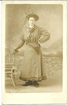 Rare Annie Oakley Photograph Postcard Circa 1895-1900 London,England | Collectors Weekly