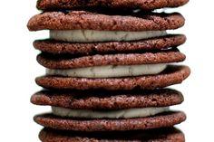 homemade oreo cookies (link to a gluten-free recipe, too), via smitten kitchen! Oreo Dessert, Cookie Desserts, Cookie Recipes, Dessert Recipes, Pink Desserts, Pudding Recipes, Cookbook Recipes, Kitchen Recipes, Baking Recipes