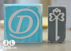 Learn how to use vinyl as a resist to make these shabby chic wood blocks for your home decor! #vinyl #diy #woodblock #shabbychic