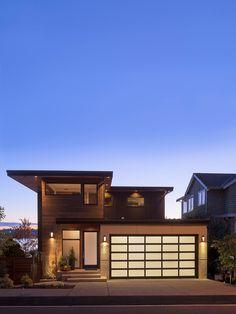 Evin ust sokaktan gorunumu daha muhafazakar/sade gosterissiz  Kirkland Residence by Verge Architecture
