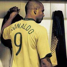 Hope time back again to watch The legend again  #9 #ronaldo #ronaldolima #brazil #ready #missyou #oldfootball #gold #ole #legend #bravo #bestone #stricker