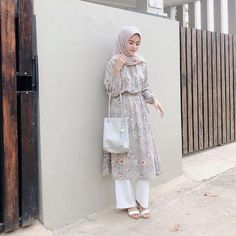 Style hijab casual kondangan new ideas Muslim Fashion, Modest Fashion, Hijab Fashion, Trendy Fashion, Fashion Outfits, Diy Fashion, Fashion Women, Fashion Blouses, Fashion Styles
