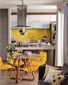 Parede Cozinha e Cadeiras Amarelas