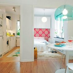 Creative and easy solutions for those who live in small apartment. Photos by Freshome. (In Portuguese)