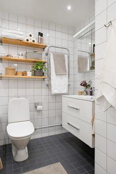 Renoverat badrum i tidlösa färger från 2008
