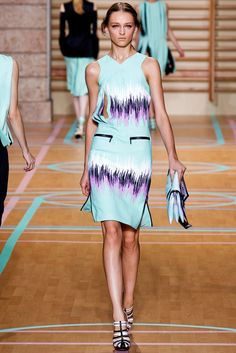 Versus Versace Spring 2012 Ready-to-Wear Fashion Show