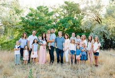 Extra large extended family portraits in blue white and pink Morris Salt Lake Family Photography Utah Photographer Outdoor Family Pictures, Extended Family Pictures, Family Photos What To Wear, Summer Family Pictures, Winter Family Photos, Summer Family Photos, Farm Pictures, Fall Family, Large Family Portraits
